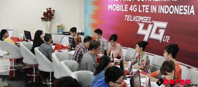 Kantor Layanan Telkomsel - (Sumber: tribunnews.com)