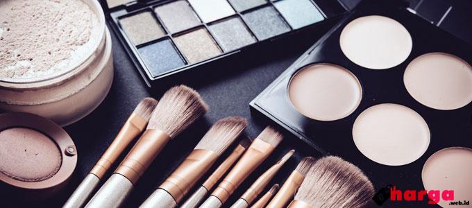 Berbagai Peralatan Make Up - (Sumber: stylecraze.com)