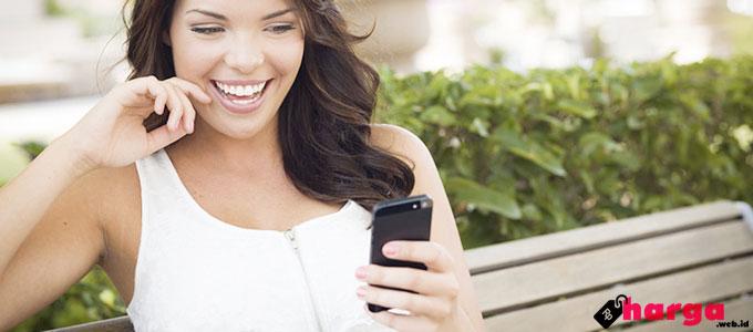 SMS Menggunakan Smartphone - (Sumber: whattosaytogirl.com)
