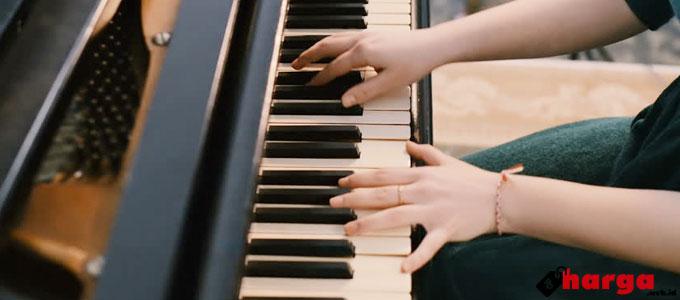 Wanita Bermain Keyboard - (Sumber: shutterstock.com)