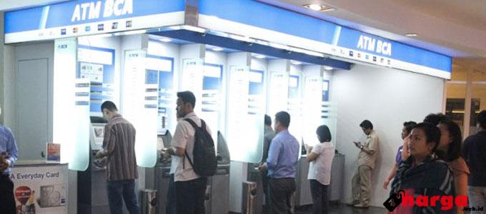ATM Bank BCA - (Sumber: tribunnews.com)