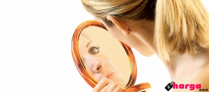 Make Up Wanita - (Sumber: shutterstock.com)