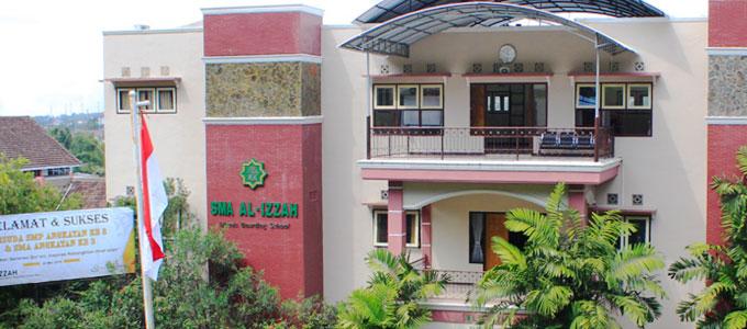 SMA Al Izzah International Islamic Boarding School - sma.alizzah-batu.sch.id