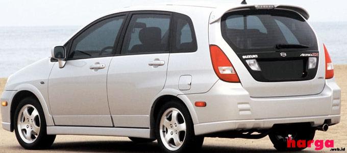 Suzuki Aerio Tampak Belakang - (Sumber: cars.com)