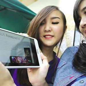 Tablet Phone Asus Fonepad 8 dengan Prosesor Intel Atom Moorefield