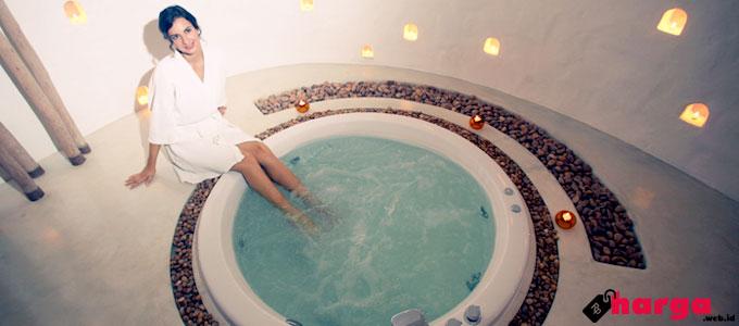 Berendam di bathtub jacuzzi