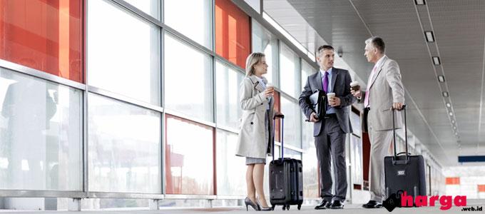 Ilustrasi: para calon penumpang pesawat dengan bawaan masing-masing