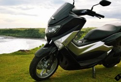 Harga Skutik Premium Yamaha NMAX On The Road