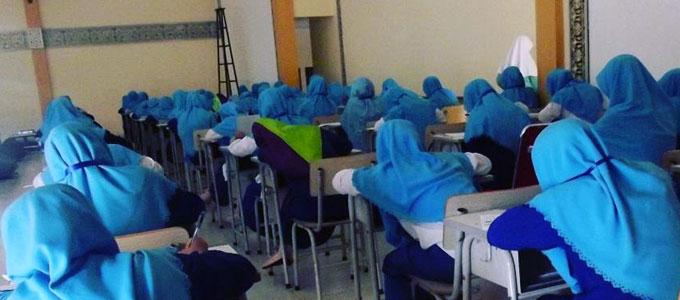 Kegiatan belajar santriwati di Ponpes Darussalam Garut